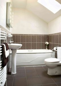 How to Remove Old Caulk in Your Bathroom